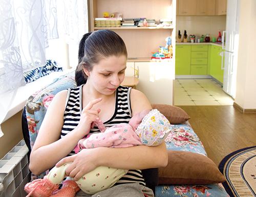 Кто поможет несовершеннолетней маме?